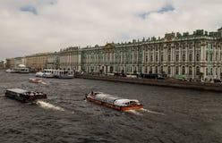 Opinião o eremitério e o Neva River Fotografia de Stock