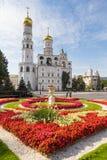 Opinião o Ivan a grande Sino-torre, a torre de sino da suposição e a extensão do Filaret imagens de stock