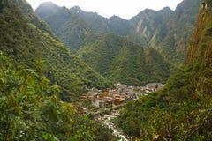 Opinião o povoado indígeno de Machupicchu ou as águas Calientes, Cusco, Peru Fotografia de Stock