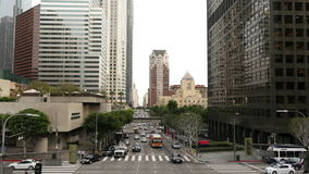 Opinião o tráfego/pedestres em Los Angeles do centro Califórnia video estoque