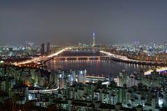 Opinião obscura da noite de SEOUL, COREIA Foto de Stock Royalty Free