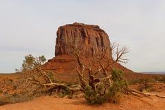 Opinião ocidental do vale do monumento - céu nebuloso imagens de stock