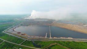 Opinião ofIndustrial de vista aérea na zona da indústria do formulário da planta de refinaria de petróleo Liga 4k da alumina de A video estoque