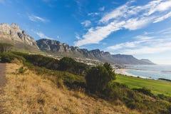 Opinião os 12 apóstolos em Cape Town com céu azul Imagens de Stock Royalty Free
