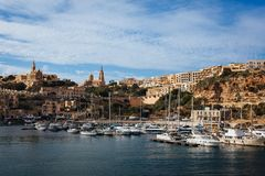 Opinião panorâmico da baía da ilha Gozo, Malta foto de stock
