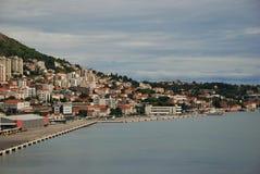 Opinião panorâmico da margem do porto de Dubrovnik, Croácia foto de stock