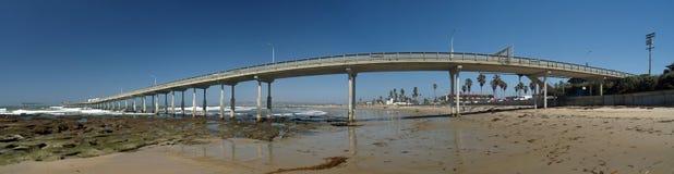 Opinião panorâmico da praia do cais da praia do oceano fotos de stock