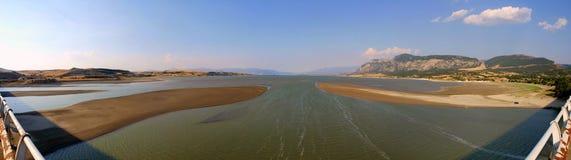 Opinião panorâmico do lago Imagem de Stock Royalty Free
