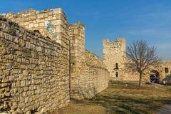 Opinião panorâmico do por do sol da fortaleza de Belgrado e do parque de Kalemegdan no centro da cidade de Belg imagens de stock royalty free