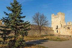 Opinião panorâmico do por do sol da fortaleza de Belgrado e do parque de Kalemegdan no centro da cidade de Belg imagens de stock