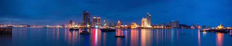 Opinião panorâmico do scape da noite do console de Xiamen fotografia de stock royalty free