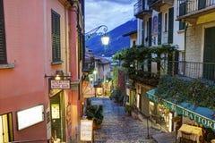 Opinião pitoresca da rua da cidade pequena em Bellagio Fotos de Stock