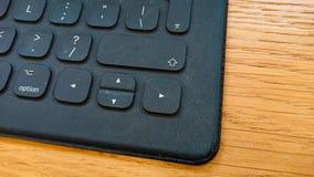 Opinião preta moderna do canto do teclado de computador fotografia de stock