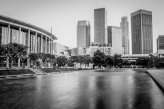 Opinião preto e branco da skyline de Los Angeles da associação foto de stock