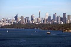 Opinião principal norte de Sydney com skyline da cidade foto de stock royalty free