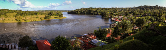 Opinião Rio San Juan, da fortaleza espanhola velha, vila de El Castillo, Rio San Juan, Nicarágua fotos de stock