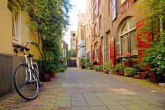 Opinião romântica da rua em Amsterdão fotos de stock