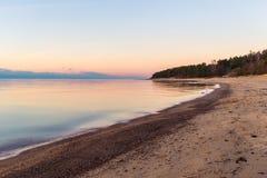 Opinião romântica do por do sol sobre o mar Báltico Imagem de Stock