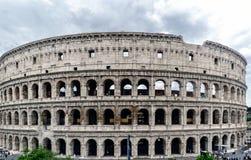 Opinião Roman Coliseum da rua chamada Imagem de Stock