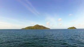 Opinião Saint Anne Island no Oceano Índico do barco, Seychelles filme