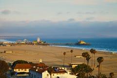 Opinião Santa Monica Pier no por do sol Fotografia de Stock Royalty Free