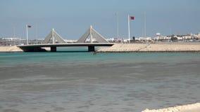 Opinião Shaikh Isa Bin Salman Causeway em Manama, Barém video estoque