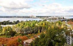 Opinião sul elevado de Perth e rio da cisne: Austrália Ocidental imagem de stock royalty free