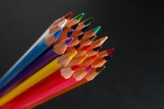 Opinião superior colorida dos lápis foto de stock