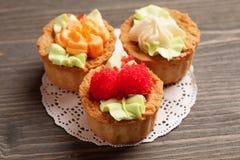Opinião superior da cesta de três bolos Imagens de Stock Royalty Free