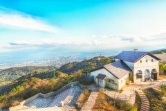 Opinião superior da montanha de Rokko, construção e céu azul, Mountain View fotos de stock