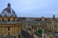 Opinião superior da universidade de Oxford, Reino Unido fotografia de stock