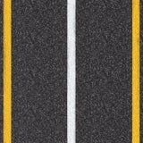 Opinião superior de estrada asfaltada com linhas brancas e amarelas Fotos de Stock Royalty Free