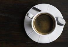 Opinião superior do café, copo de café branco no fundo, café quente imagens de stock