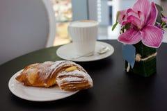Opinião superior do café da manhã bonito imagem de stock