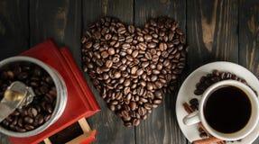 Opinião superior do moedor velho do café do coração de Consep Imagens de Stock Royalty Free