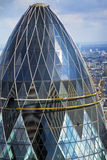 Opinião superior do pepino de Londres com arquitetura da cidade no fundo Fotos de Stock Royalty Free