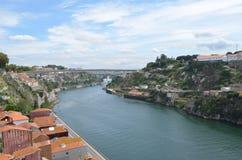 Opinião superior do rio de Douro dos DOM LuÃs que eu construo uma ponte sobre em Porto, Portugal Fotos de Stock Royalty Free