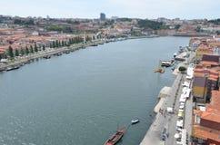 Opinião superior do rio de Douro dos DOM LuÃs que eu construo uma ponte sobre em Porto, Portugal Imagens de Stock