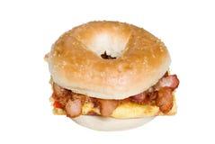 Opinião superior do sanduíche da omeleta e do bacon do Bagel Imagens de Stock Royalty Free