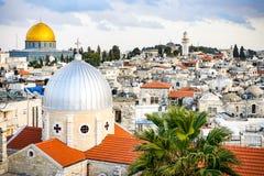 A opinião superior do telhado magnífico do Jerusalém, Israel imagens de stock royalty free