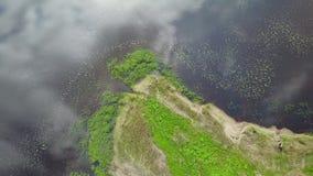 Opinião superior 4K UHD Letónia video Brivdabas Muzejs do zangão aéreo do lago Riga filme