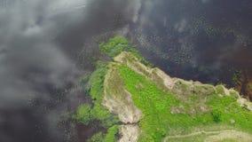 Opinião superior 4K UHD Letónia video Brivdabas Muzejs do zangão aéreo do lago Riga video estoque