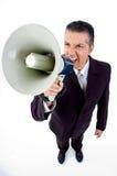 Opinião superior o empregado que shouting no altifalante Imagens de Stock