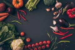 opinião superior vegetais não processados na Imagem de Stock
