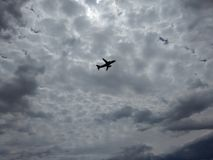 A opinião surpreendente do avião decola Imagem de Stock Royalty Free