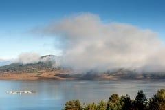 Opinião surpreendente do outono do reservatório de Batak, montanha de Rhodopes Fotografia de Stock