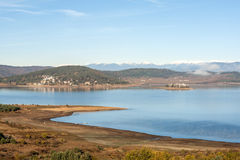 Opinião surpreendente do outono do reservatório de Batak, montanha de Rhodopes Imagens de Stock Royalty Free