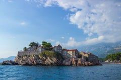 Opinião Sveti Stefan em Montenegro foto de stock