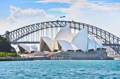 Opinião Sydney Harbor em um dia ensolarado Imagens de Stock Royalty Free