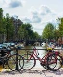 Opinião típica da bicicleta de Amsterdão Foto de Stock Royalty Free
